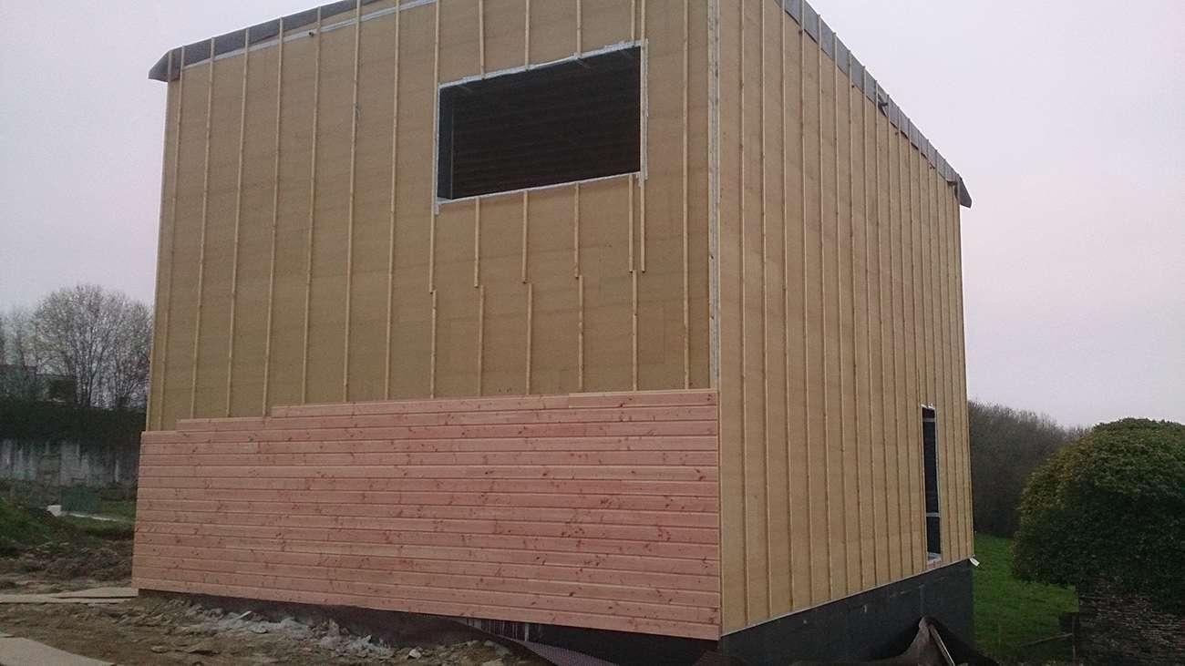 Maison bbc bois en cours de construction Maison bbc parement bois
