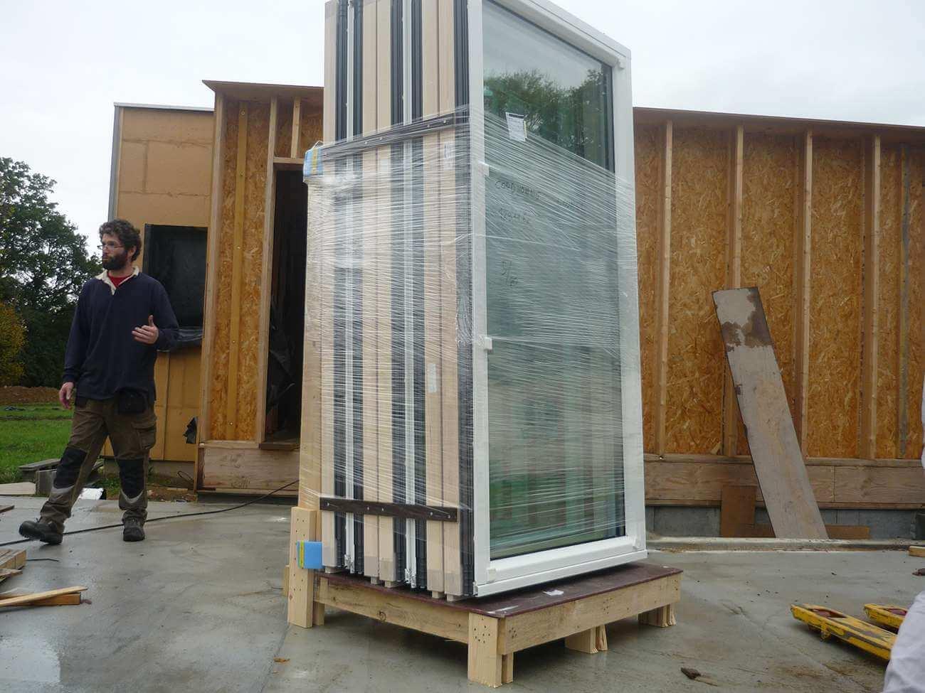 pose de menuiserie ext rieure sur une maison ossature bois. Black Bedroom Furniture Sets. Home Design Ideas