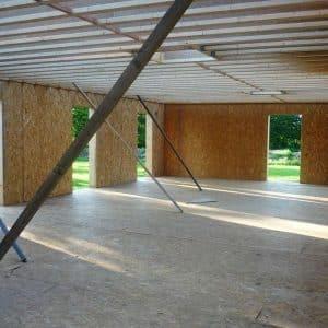 Vue intérieure du chantier d'une maison passive en bois